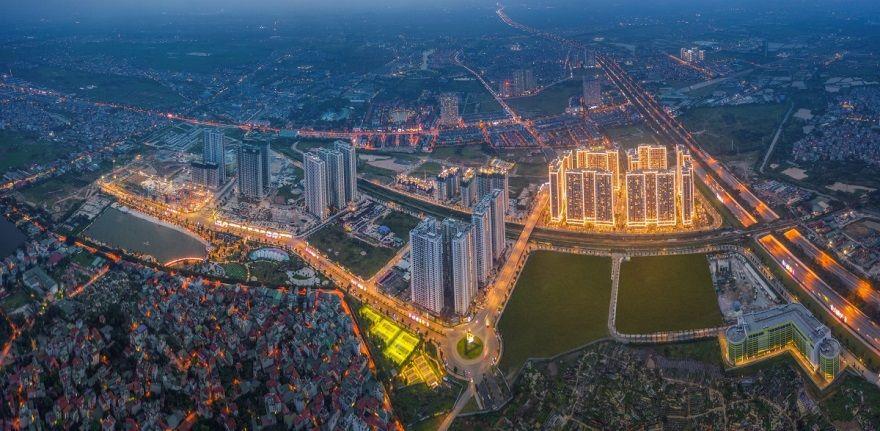 Vinhomes Smart City sở hữu vị trí siêu kết nối và hệ thống tiện ích đa dạng đã đi vào vận hành góp phần thắp sáng trung tâm mới phía Tây Hà Nội