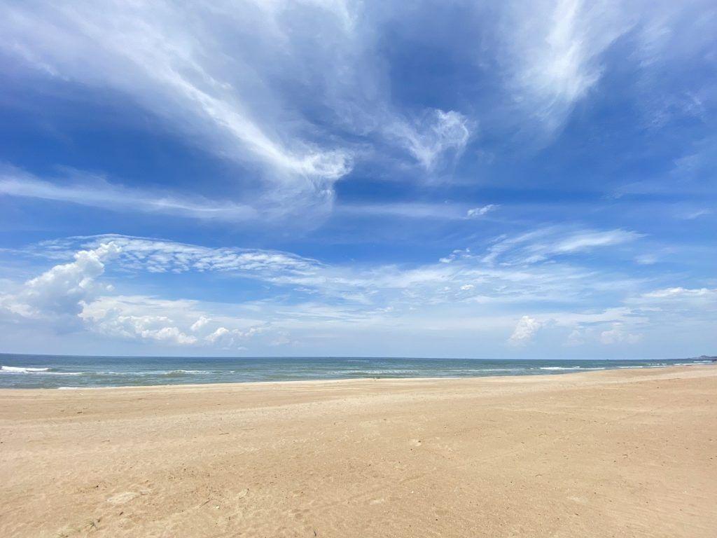 Bãi cát trắng và biển xanh thuộc dự án Venezia Beach Hồ Tràm - Bình Châu