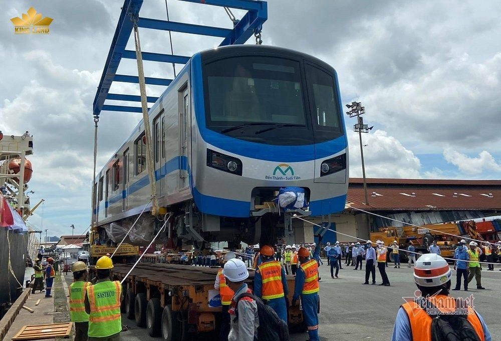 Phương tiện được kéo về depot Long Bình để chạy thử