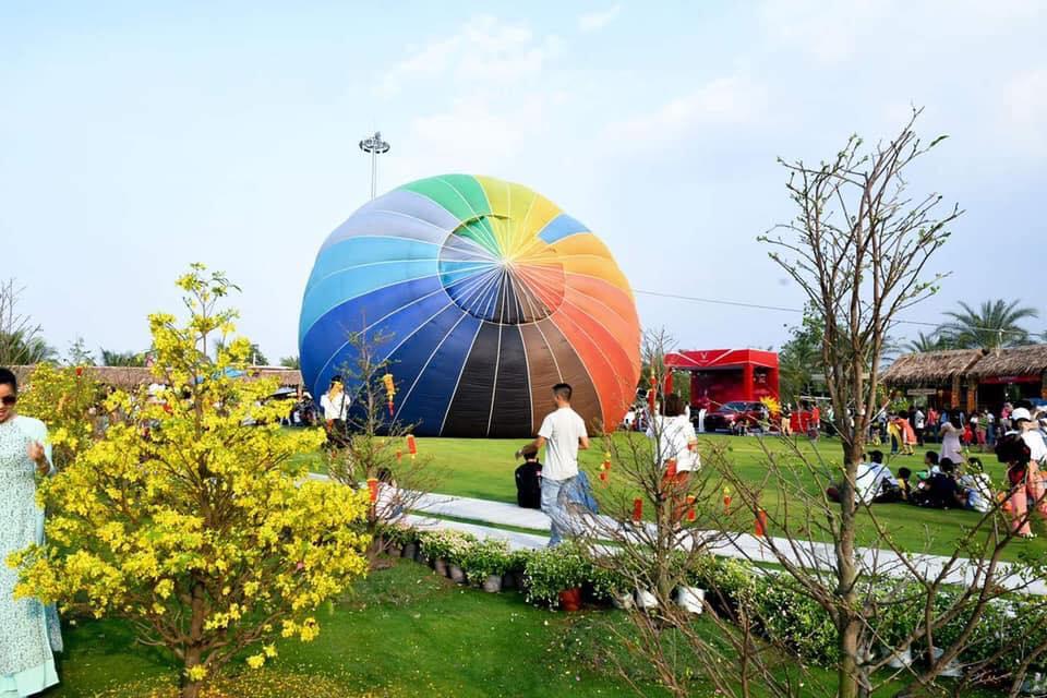 Khinh khí cầu nhiều sắc màu tại công viên ánh sáng quận 9