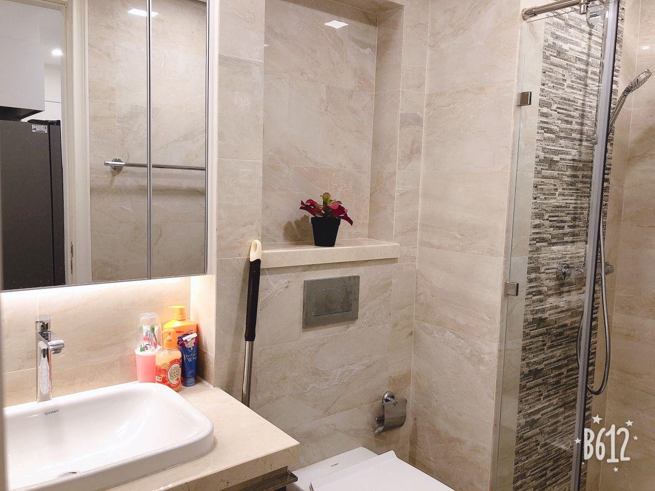 Khu vực nhà vệ sinh được thiết kế hiện đại, gọn gàng sạch sẽ