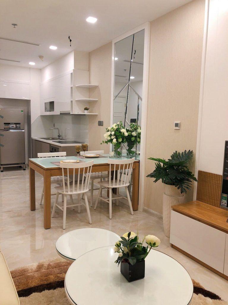 Phòng khách và khu vực bếp căn hộ 1PN Vinhomes Golden River