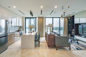 Phòng khách và khu vực căn hộ 2PN Vinhomes Golden River
