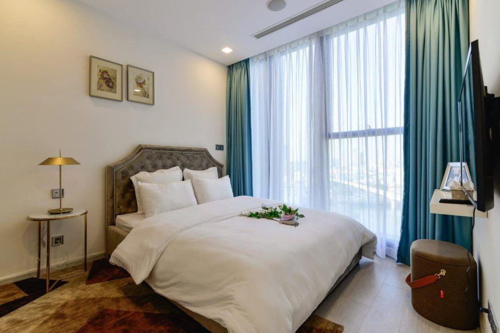 Phòng ngủ căn hộ cho thuê Vinhomes Golden River thiết kế hiện đại